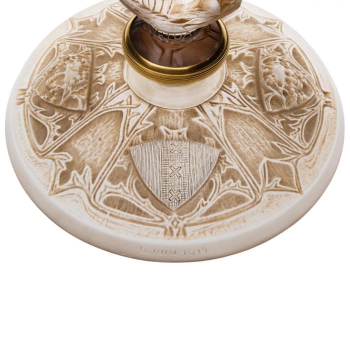 Détail de la coupe haute Ville de Paris en verre créée par René Lalique en 1914 - blason d'Amsterdam