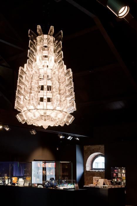 Le lustre de 1951 dans l'accueil du musée Lalique