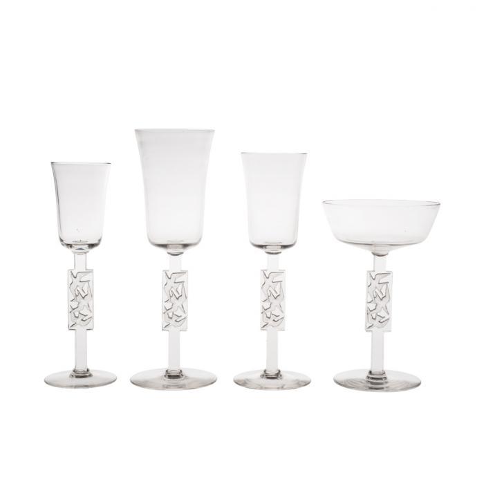 Service de quatre verres avec trois mouettes en vol sur chaque pied.