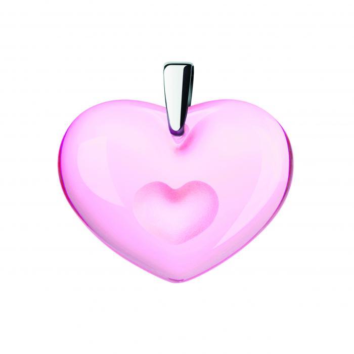 Pendentif rose avec un coeur dans un coeur